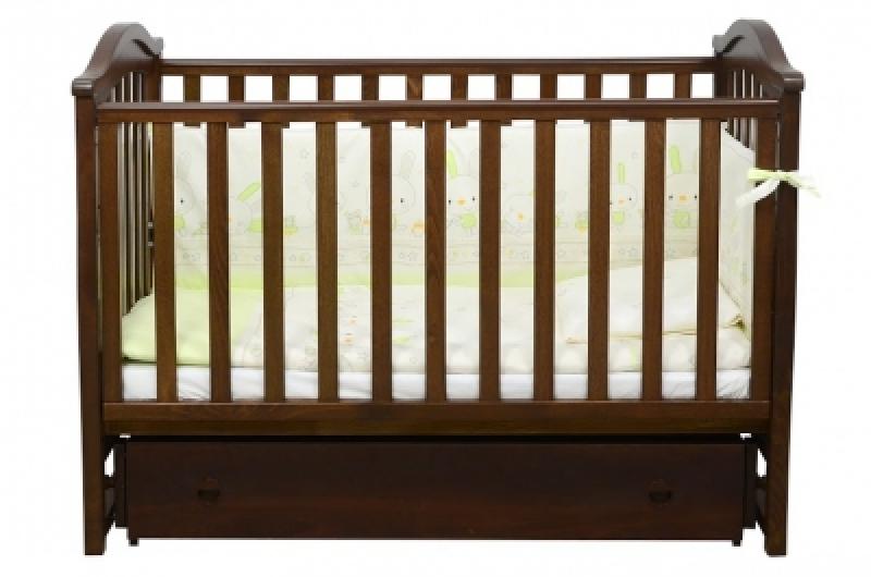 Кроватка детская ЛД 3, резьба, орех